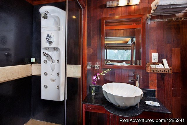 Bathroom | Image #9/20 | Halong Paloma Cruise