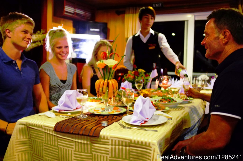 Dinner at restaurant | Image #18/20 | Halong Paloma Cruise