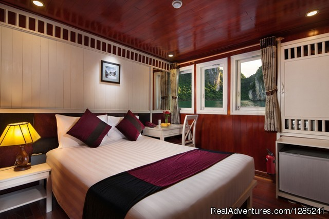 Deluxe ocean view double cabin - Halong Paloma Cruise