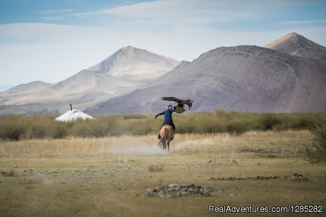 Travel to the Altai to experience the life of the Kazakhs - Local trips of discovery through the real Mongolia