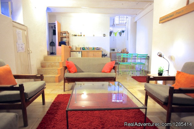 - Superb Location + Garden. Suita: Sleep 3