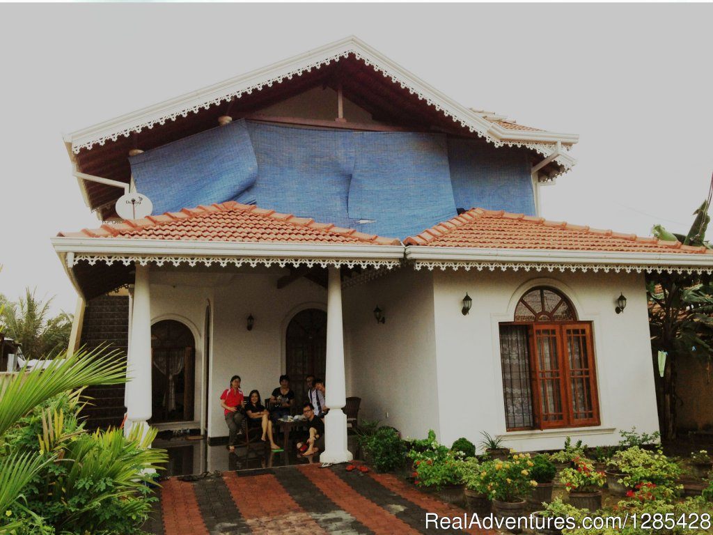 Family run Bed & breakfast is the ideal accommodation to start and end your holiday in Srilanka. we are located just 20 minutes' drive from the countries International Airport. the relaxed and spacious family house is just a thrown away from the se