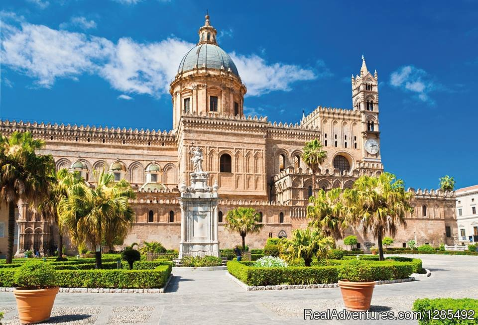 Experience the Sicilian lifestyle with a small group of 6/14 travelers only! We are thrilled to introduce a wonderful journey to discover beautiful Sicilia travelling from west to east, through the magical interior of this paradise island.