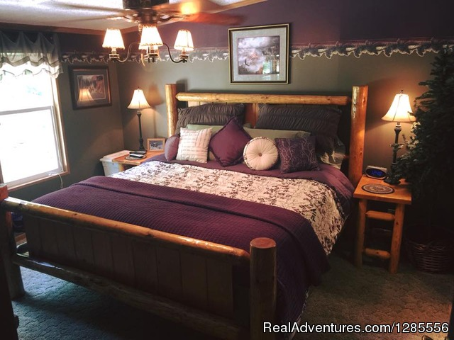 Master King bedroom - Pine Ridge Retreat - Hills of Southern Ohio