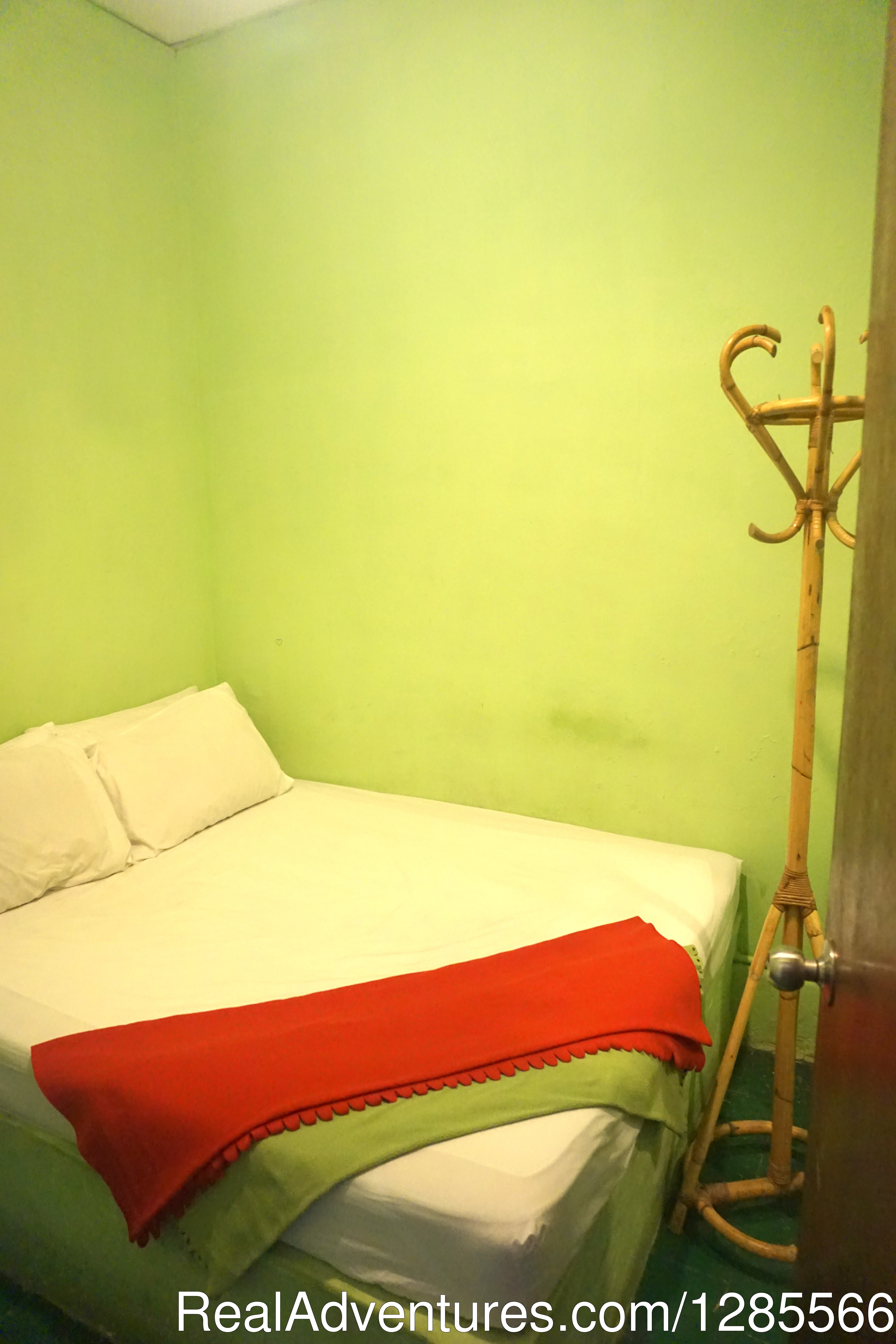 Standard Queen Room | Image #4/10 | Tropical Guest House Kuala Lumpur