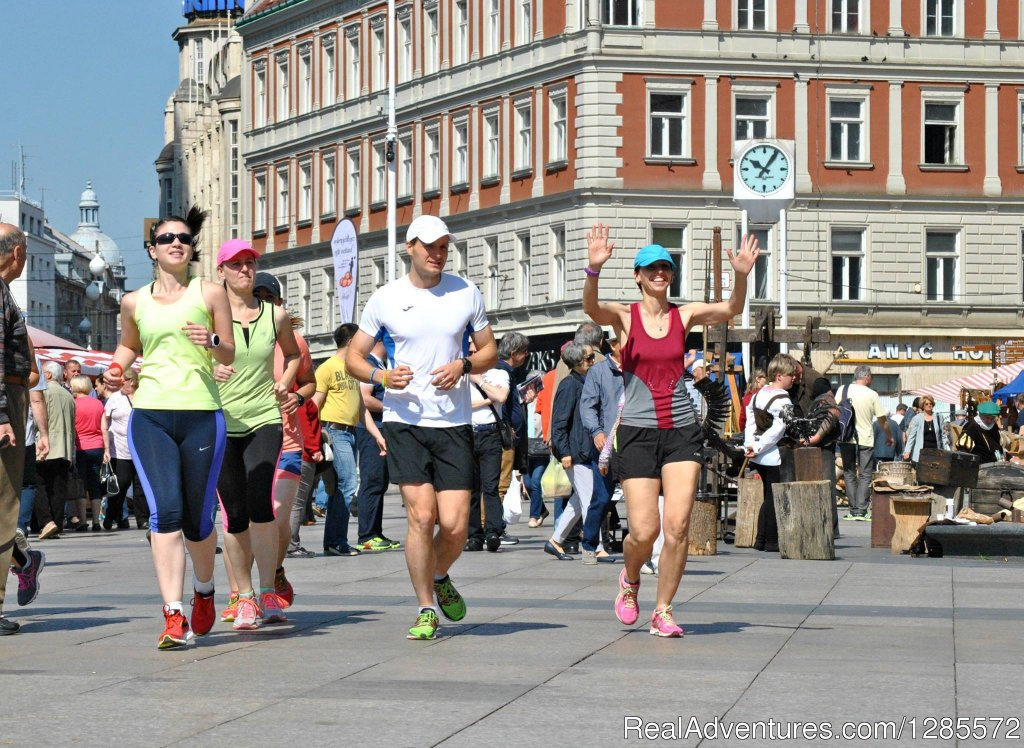 This jogging sightseeing tour will show you Zagreb's most popular attractions in an active and fun way. Choose between 3 km and 6 km tour. Enjoy a drink with your guide after the tour and find out more about life in Zagreb.