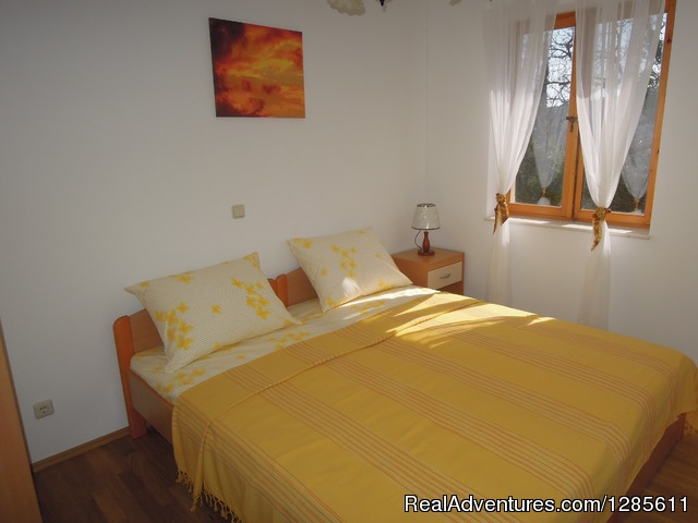 Yellow Autumn Double Bedroom - Relaxing vacation in green and peaceful area