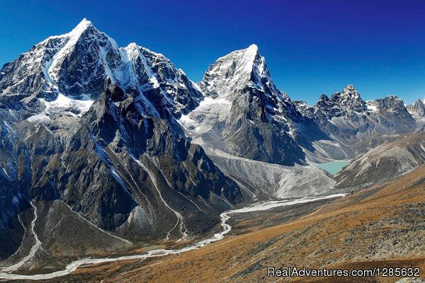 Chukung way to everest base camp