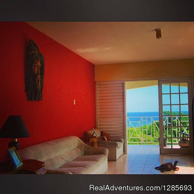 Ocho Rios Hostel Dorm lounge