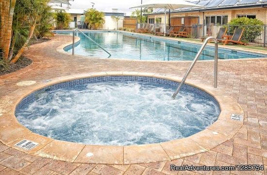 Hot tub and Swimming pool | Image #6/6 | Geraldton Serviced Apartments