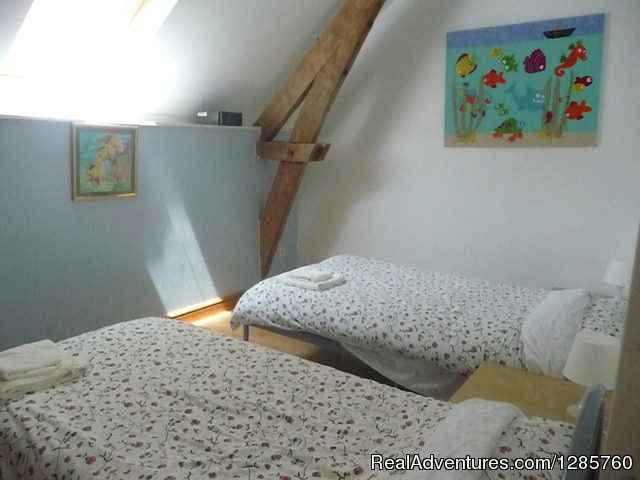 Twin Room - Rent this beautiful house in Dordogne France