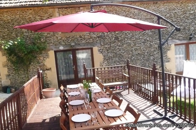 Eat& Drink al fresco on the deck - Rent this beautiful house in Dordogne France