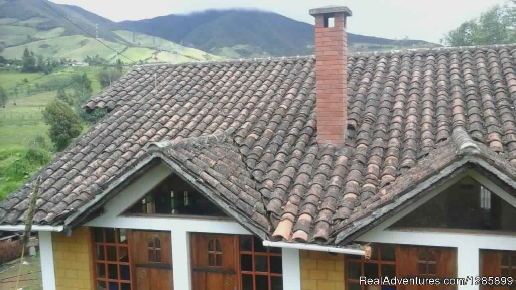 The Lost Leprechaun EcoHostel is a small, cozy hostel located in Cabrera village, 20 min away from Pasto city, the Capital of Nariño.Wake to a view of the beautiful Cabrera woods outside your window, and enjoy the peace and quiet.