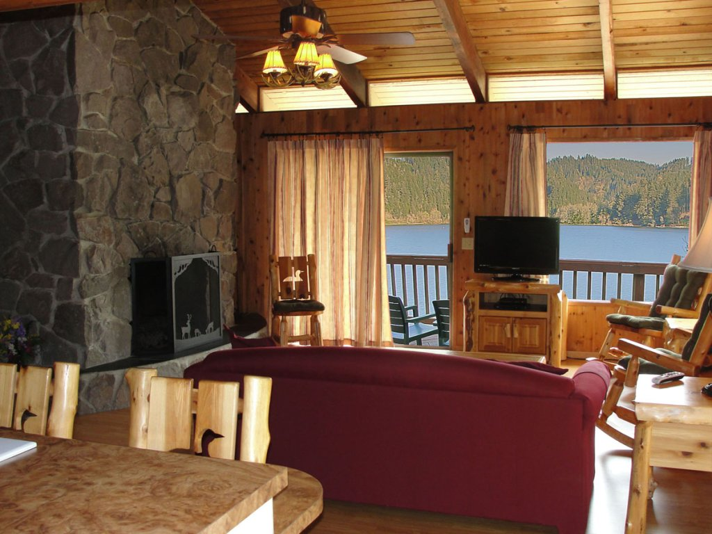 Waterfront - Living Room | Image #3/10 | Loon Lake Lodge and RV Resort