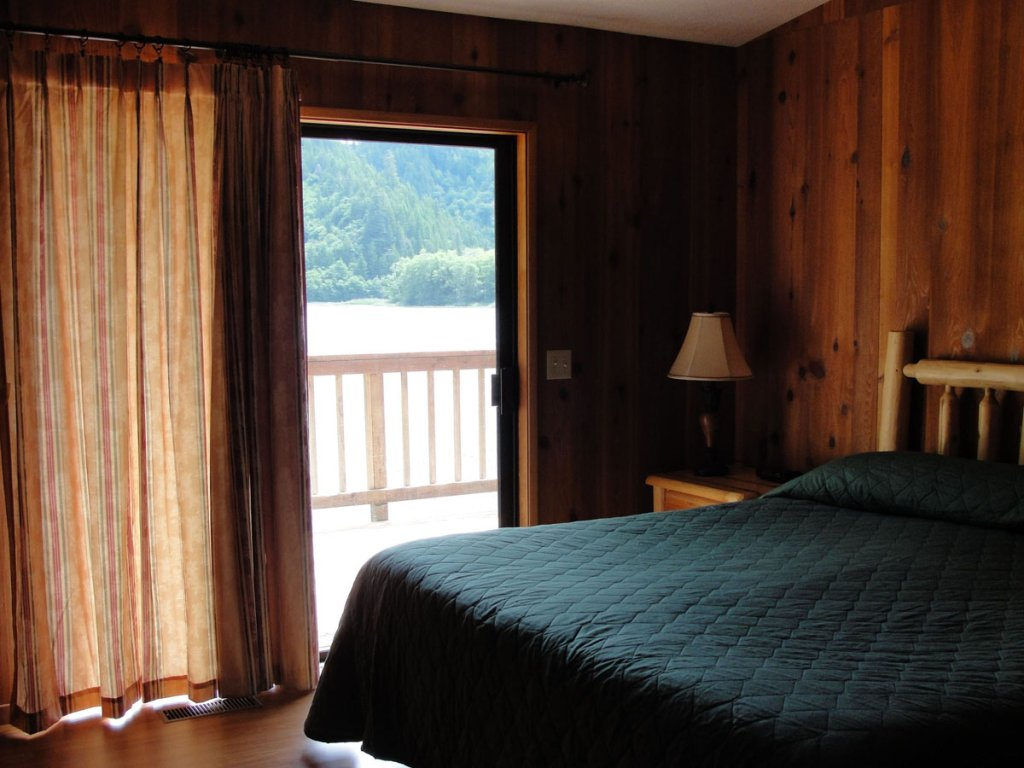 Waterfront - Bedroom | Image #2/10 | Loon Lake Lodge and RV Resort