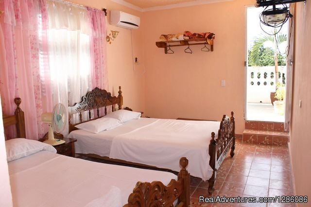 Hostal El Stradivarius Trinidad, Cuba Bed & Breakfasts