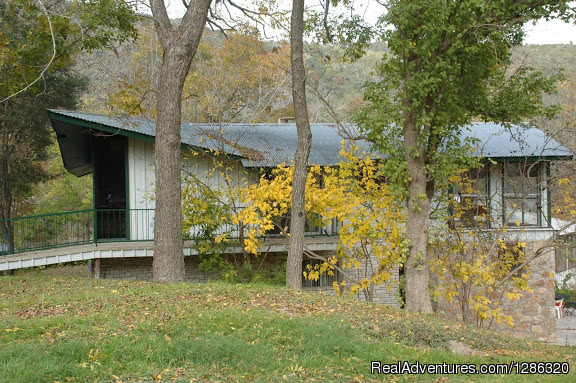 Guadalupe river front vacation rentals river rd new for Floating the guadalupe river cabins