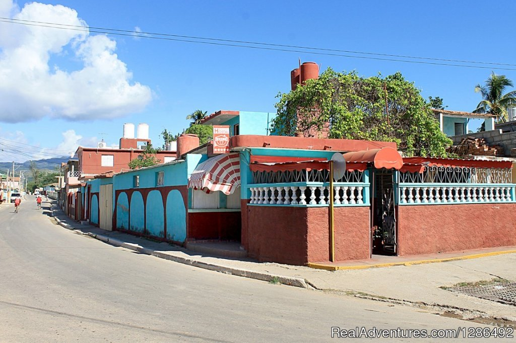 The Vaneza hostel is an excellent option for tourists who want to book a room in a family house in Trinidad. It is located in a quiet neighborhood, includes the garage for the guests car and all the second level of the house where the room has an ind