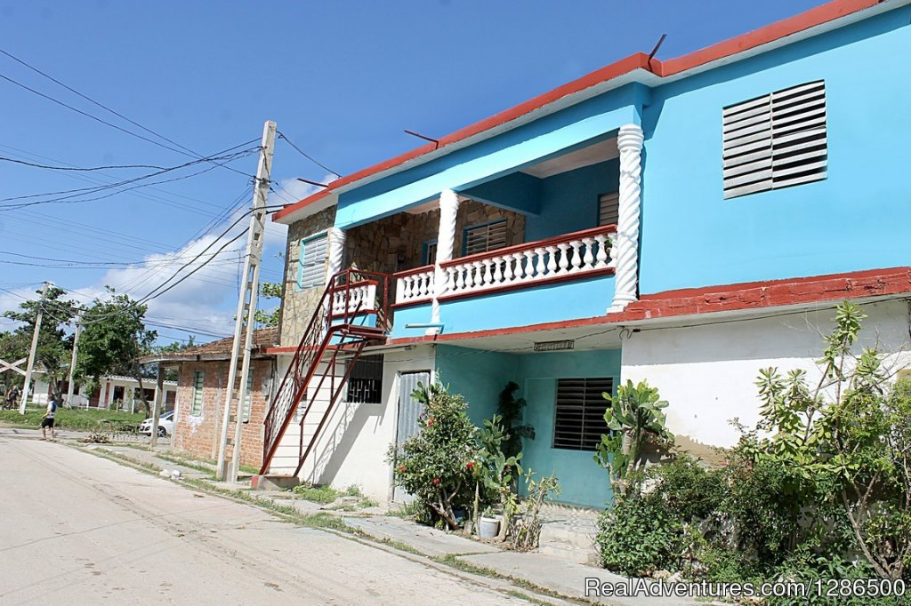 For rent there are 2 beautiful air-conditioned rooms, both on the second level, equipped with a private interior bathroom with a permanent supply of hot and cold water. The house has a maximum capacity for 5 people, has a few meters from a garage whe