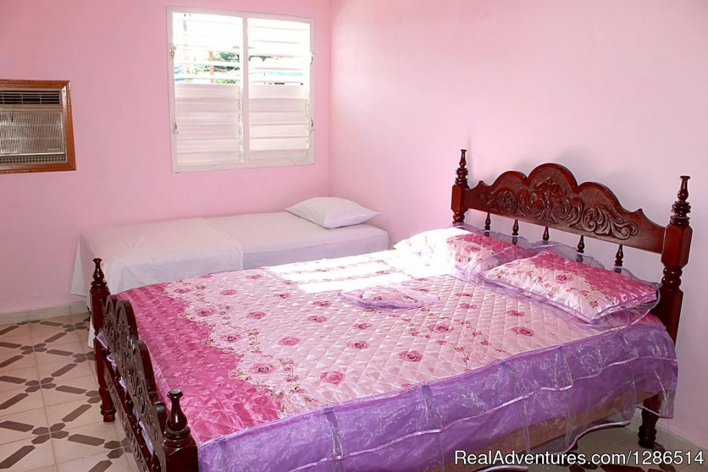 The Berto hostel is a family house that Ydalberto, your host, has prepared for the rental of foreign tourists. Located on Santa Ana Street, in the monument area of the city of Trinidad, very close to the Plaza Santa Ana and the restaurant and shoppin