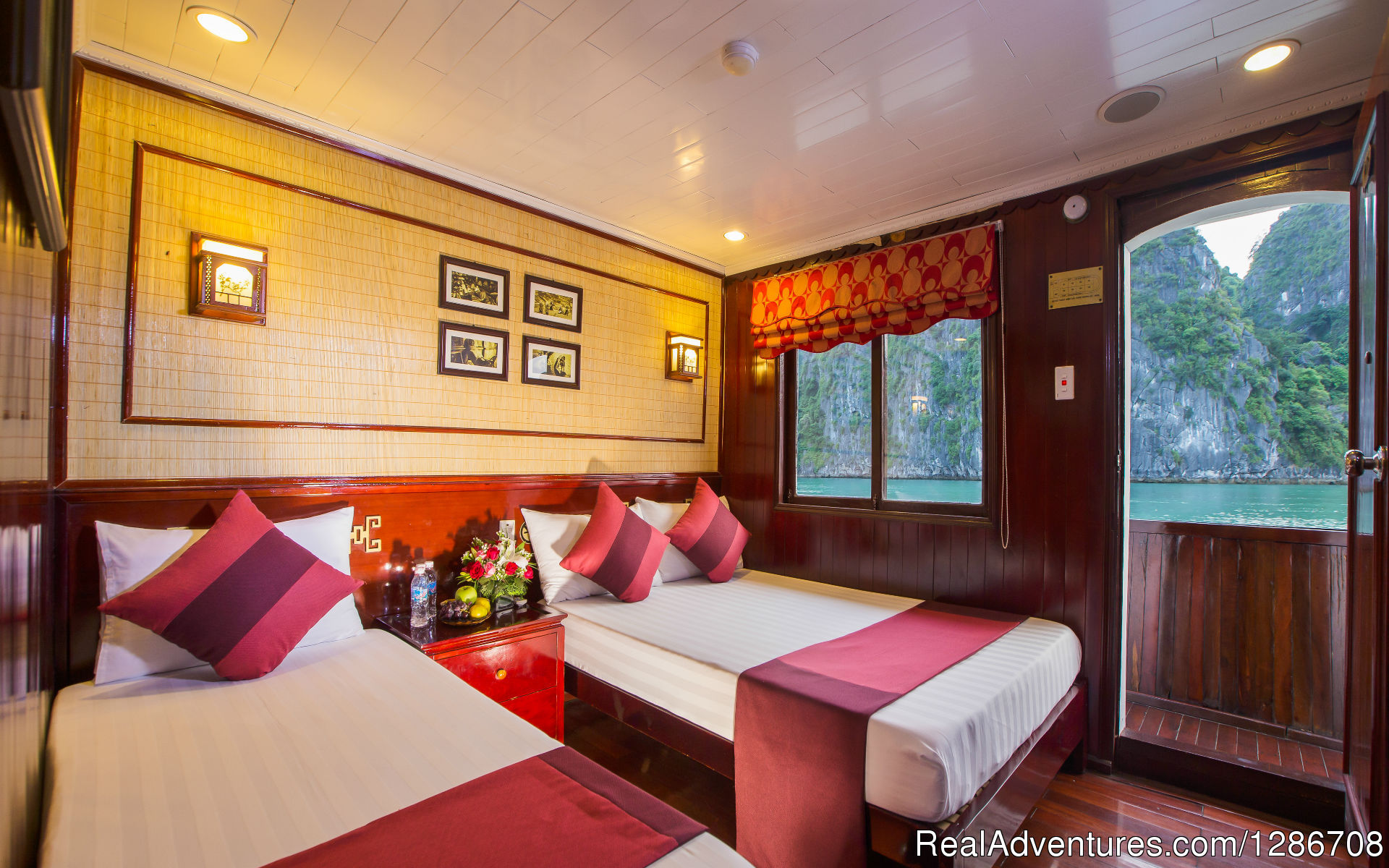 Deluxe triple cabin with seaview