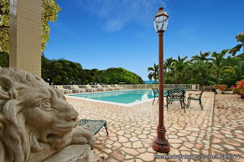 Thomas House is a spacious bedroom  ocean view villa overlooking the first fairway of the fabulous Half Moon golf course on three acres of lawn and gardens outside Montego Bay. 