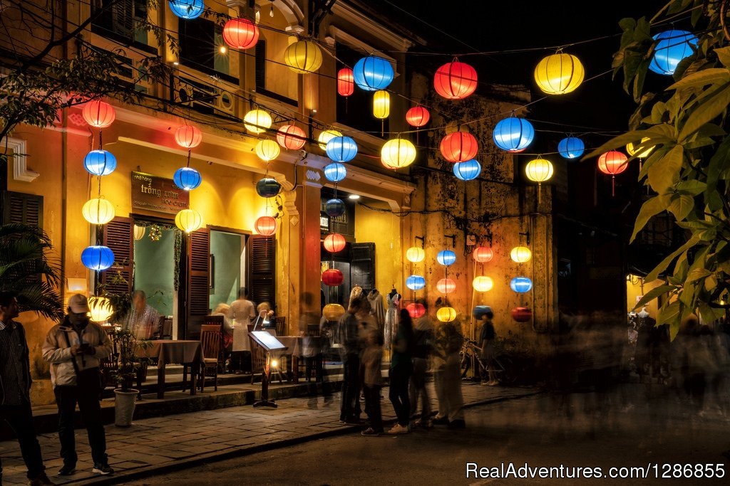 You will be a real explorer of Hoi an while taking this adventure. We will get you to know the most highlights of the town while the next days are full of active activities to get a true different sound and sense of the town with kayaking and trekkin