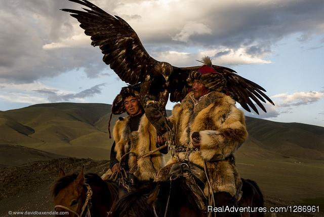 Travel Western Mongolia: Eagle hunter
