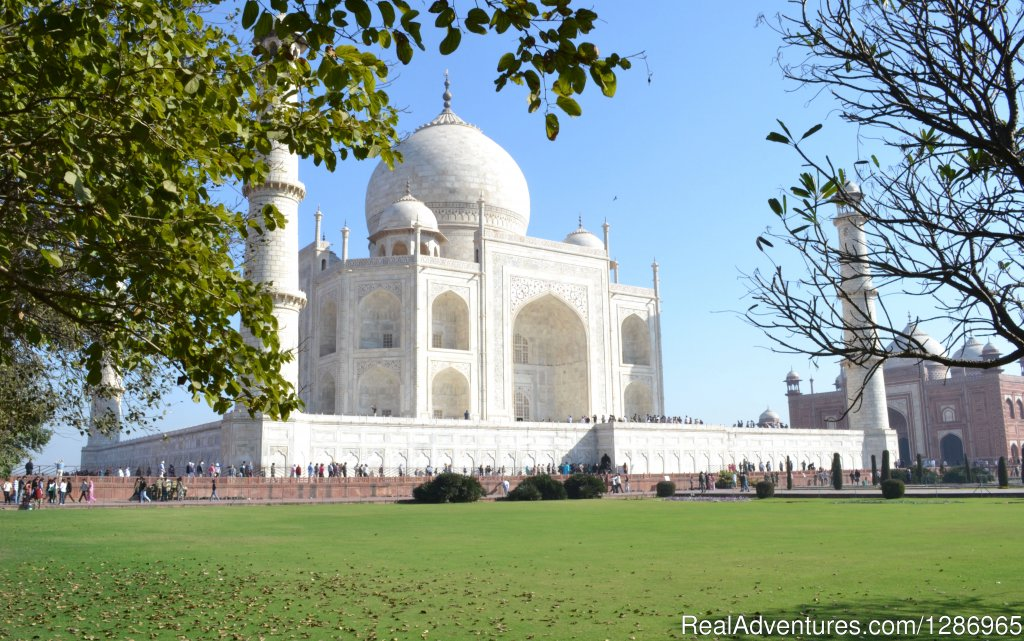 Same Day Agra Tour By Car Agra – one of the royal and one of the most exotic cities of our country. Agra is basically exquisite because it is the host city of one of the most gorgeous and highly rated wonders of the world and that is Taj Mahal. Vis