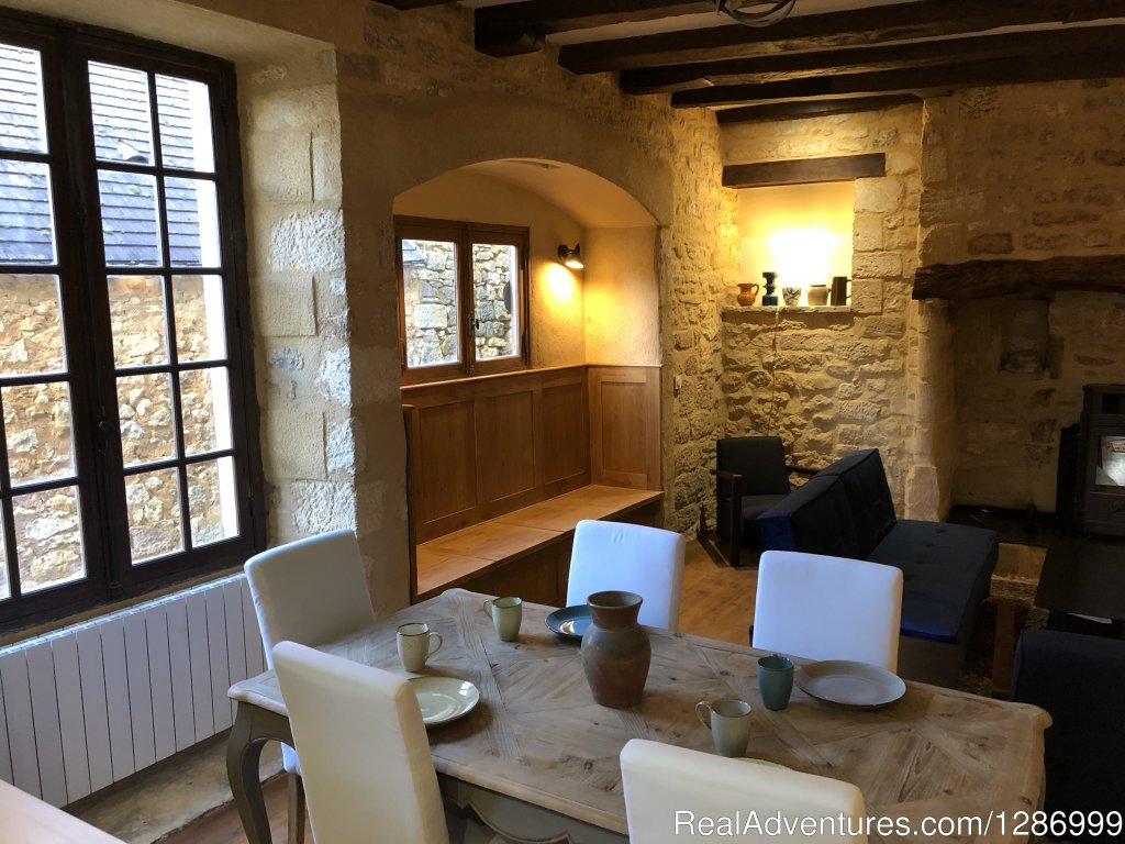 Just renovated! 2 bedrooms in great location inside the Bastide of Domme, not far from Sarlat.