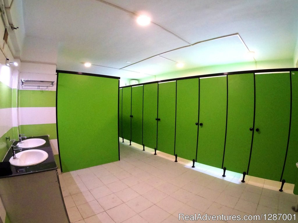 Shared Clean And Hygienic Washrooms | Image #3/5 | Bunker Beds In The Heart Of Kolkata