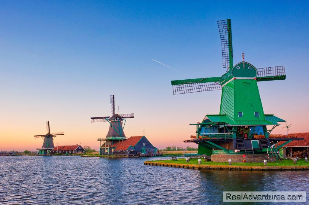 Visit 3 to 5 amazing places in one day from Amsterdam. A unique mix of famous top sights and equally great hidden gems. Experience the Netherlands at it's best!
